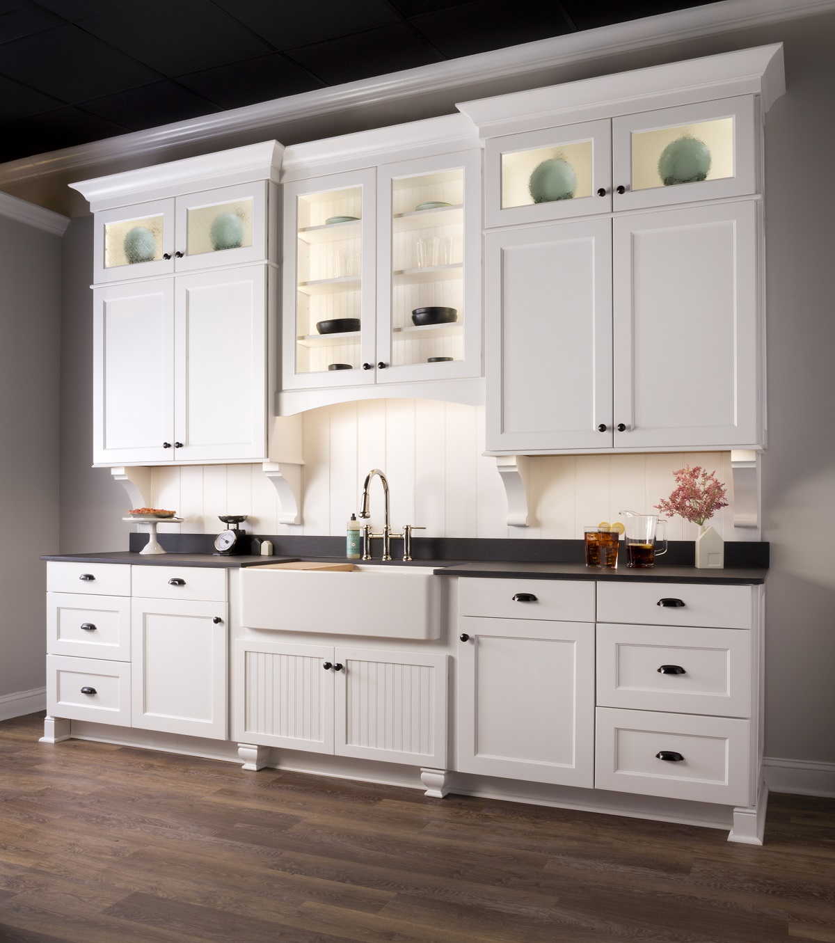 white farmhouse kitchen